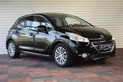 Peugeot 208 1,2 VTi Allure Sky  5d