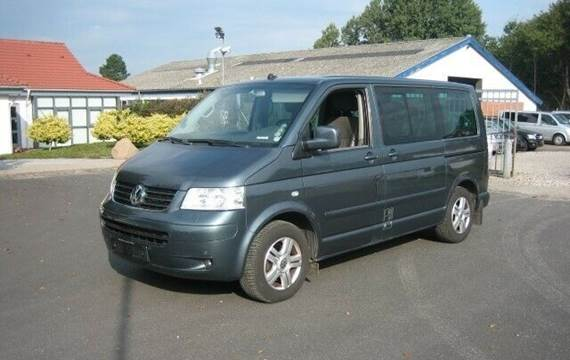 VW Multivan 2,5 TDi 174 Highline Tiptr.