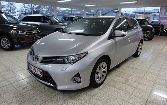 Toyota Auris 1,4 D-4D DPF T2  5d 6g