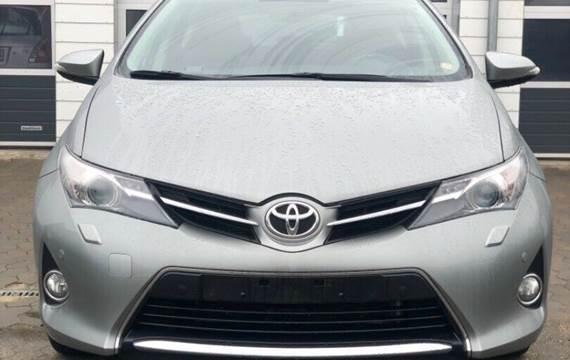 Toyota Auris 1,6 T2+ Skyview
