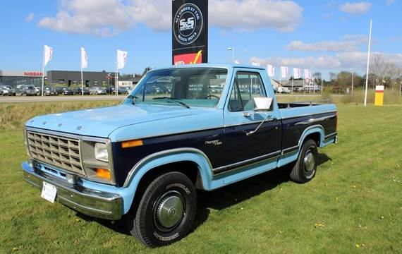 Ford F-100 4,9 V8 aut.
