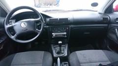 VW Passat 1,8 1,8 MAN. LIMOUSINE