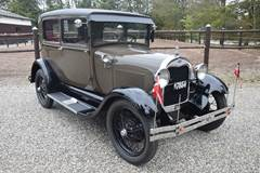 Ford A Tudor Deluxe 3,3