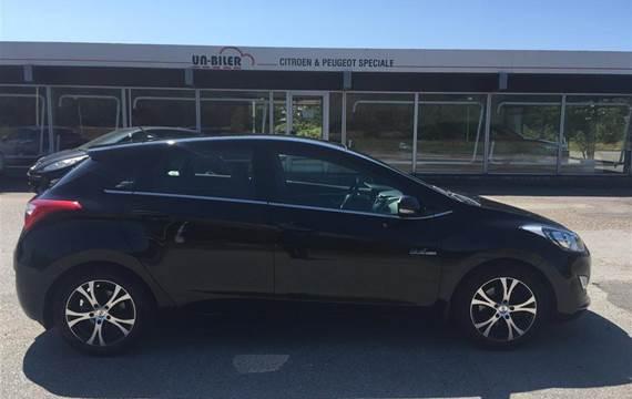 Hyundai i30 CRDi Premium ISG  5d 6g 1,6